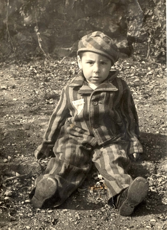 auschwitz-uniform-child
